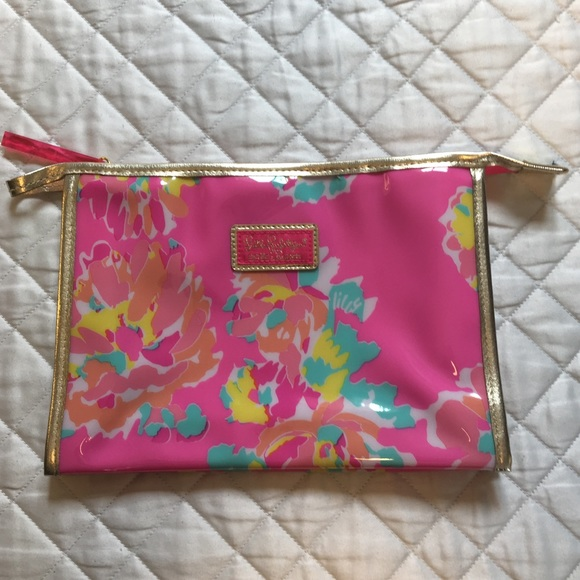 Lilly Pulitzer Handbags - Lilly Pulitzer Estée Lauder Cosmetic Bag NWOT